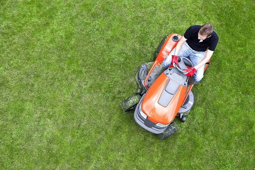 How to Start a Riding Lawn Mower